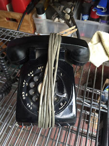 Vintage desk dial phone (in working condition )