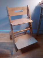 Zap la chaise (cousine québécoise de la Tripp Trapp)