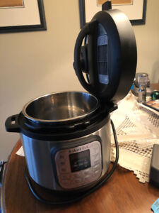 3 quart Instant Pot - Like New