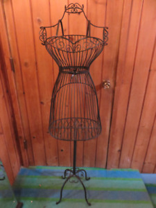 MANIQUINE STYLE METAL DISPLAY BUST FIVE FEET TALL ASKING $95 OR