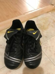 Soccer shoes - Size 13