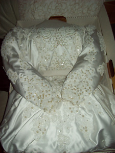 GORGEOUS BALLROOM STYLE CUSTOM MADE WEDDING DRESS For Sale