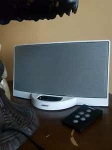 Bose docking station with remote ipod