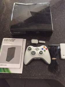Xbox 360 250MB + 2 Games + Wireless Headset + Controller + WiFi