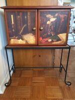 Cabinet 2 portes de rangement sur base en fer forgé 75$