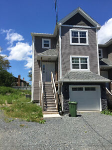 One room for rent in a BIG house (10 min walk to MSVU)