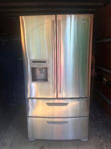 Réfrigérateur à portes françaises 36p avec distributeur d'eau