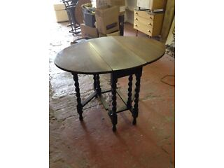 Large antique light oak gate legged table
