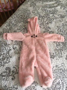 Carter's hooded light snowsuit - size 6 month.