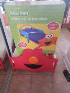 Elmo bed with mattress & cover