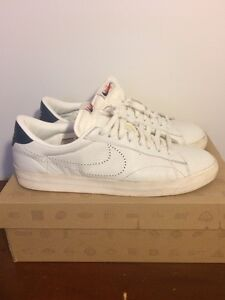 Nike Tennis Classic Sneakers - Mint Condition