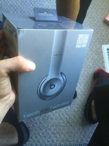 Beats solo 2 wireless space grey