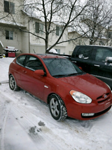 2009 Hyundai Accent LOW KM 2 SETS OF RIMS AN TIRES