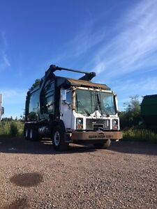 2003 MACK FRONT LOAD GARBAGE TRUCK