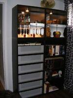 meuble bibliotheque et téléviseur
