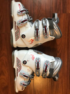 Ladies Ski Boots - Size 25 - Very Clean