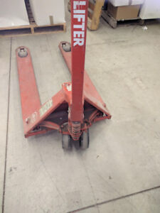 Pallet Pump Truck 27*48*5500 nylon tyres, excellent working used