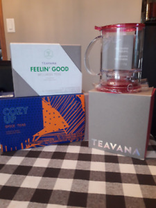 Tea Maker and 7 sachets of specialty tea. (Teavana Perfect Tea )
