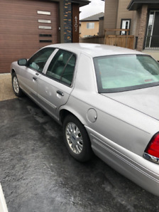 Used 2005 Ford Crown Victoria LX Sedan with NEW TIRES