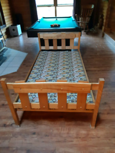 Solid pine bed (single)