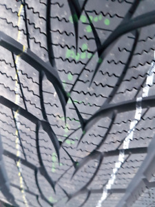 4 X NEW 235-40-R19 WINTER MINERVA FROSTRAK TIRE NEUFS 96V UHP