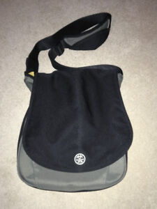 "Crumpler ""The Luncheon"" - messenger style shoulder laptop bag"