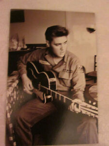 Elvis Presley 12-piece greeting cards in a tin box