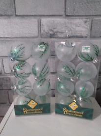 2 pack baubles