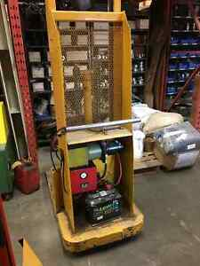 Hydraulic Electric Lift truck with charger Peterborough Peterborough Area image 2