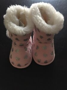 Baby boots Small (6-9M)
