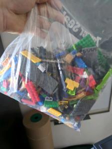 GROS SAC (2lbs) de MEGA BLOC/LEGO LIVRAISON DISPONIBLE :)