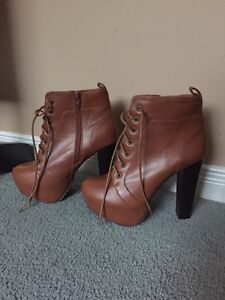 Boots, size 8..  like new!