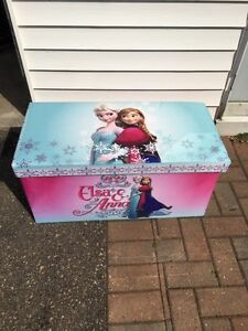 Frozen kids trunk/bench seat with dress up costumes