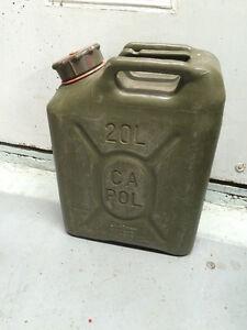 réservoir essence militaire 20 litres en parfaite condition 581 Saguenay Saguenay-Lac-Saint-Jean image 1