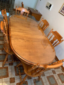 Solid oak kitchen table and 8 chairs
