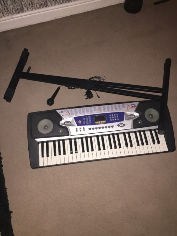 Electronic keyboard with stand