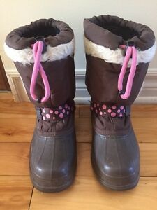 Acton winter boots size 2