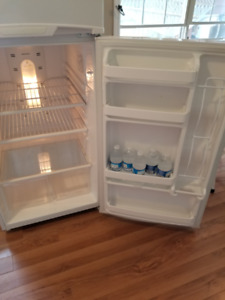 Appartment size GE refrigerator and stove