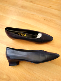 Ladies' / Women's Navy Blue Plain Court Shoes - size 7