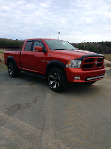 2009 Dodge Ram 1500 Sport HEMI low kms!