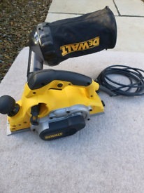 Dewalt power planer D26500