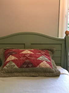 Kids bed (twin bed) hardwood / by Vermont Tubbs / Lit simple