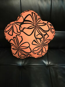 brand new cushion on sale West Island Greater Montréal image 1