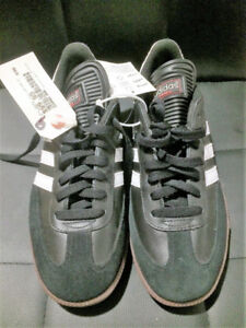 Men/Youth Adidas Shoes Size 9. Brand New Tags still attached.