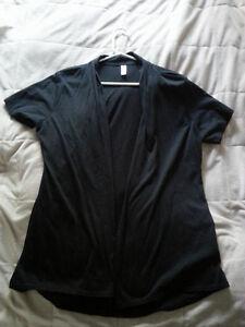 Plusieurs vêtements neufs ou presque M,L,XL,XXL