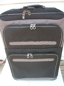 EXTRA LARGE AMERICAN TOURISTER LUGGAGE LIKE NEW CONDITION