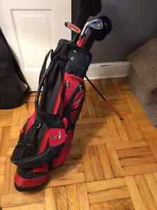 SELLING SET OF CHILDREN'S LEFT-HANDED GOLF CLUBS WITH BAG