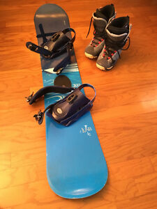 Snowboard, bindings and boots for sale
