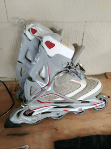Size 7 Womans Rollerblades