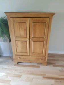 Solid Wood Entertainment Hutch